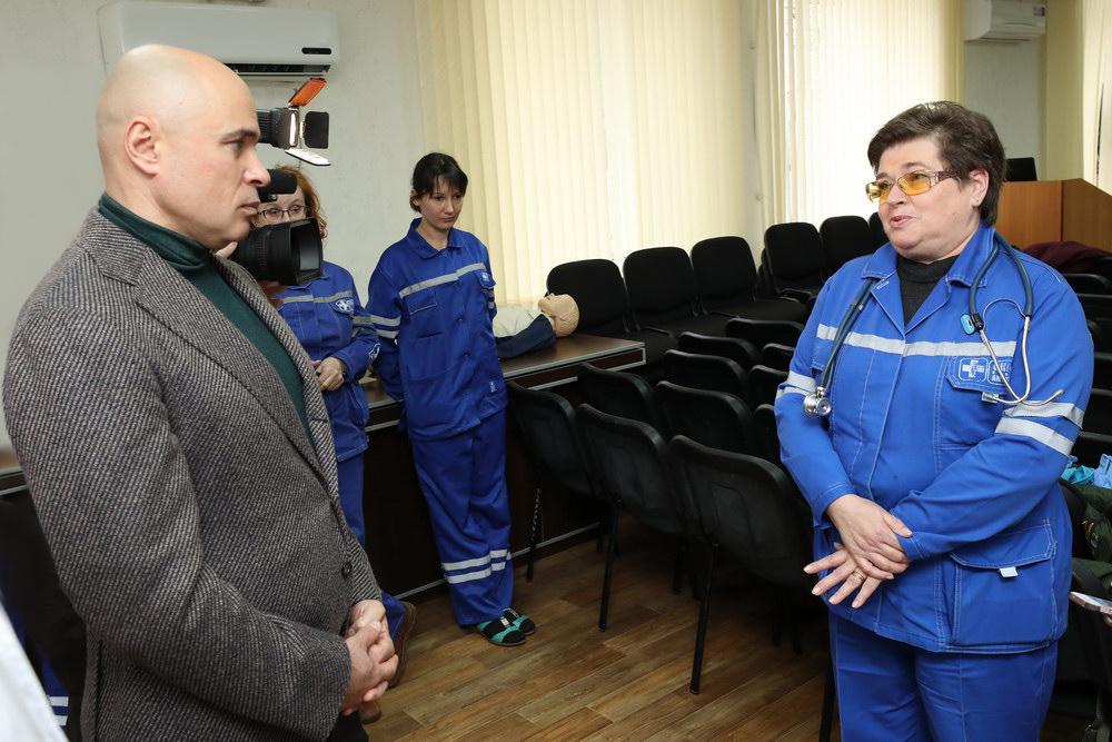 Игорь Артамонов посетил областную станцию скорой помощи